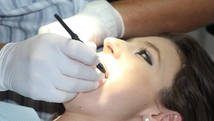 Научно-обоснованный выбор: результаты сравнения современных средств для полоскания полости рта