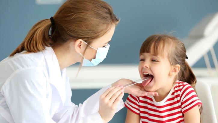 Острый тонзиллофарингит как основная причина боли в горле