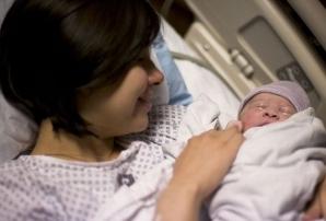 Роды после 30 защитят от рака