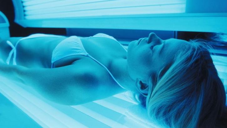 Частые посещения салонов загара грозят раком кожи: новые данные