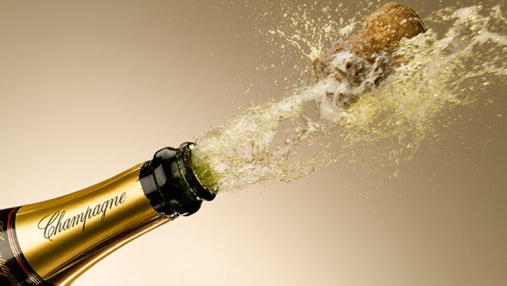 В новогоднюю ночь бутылка шампанского может оказаться опасней петарды