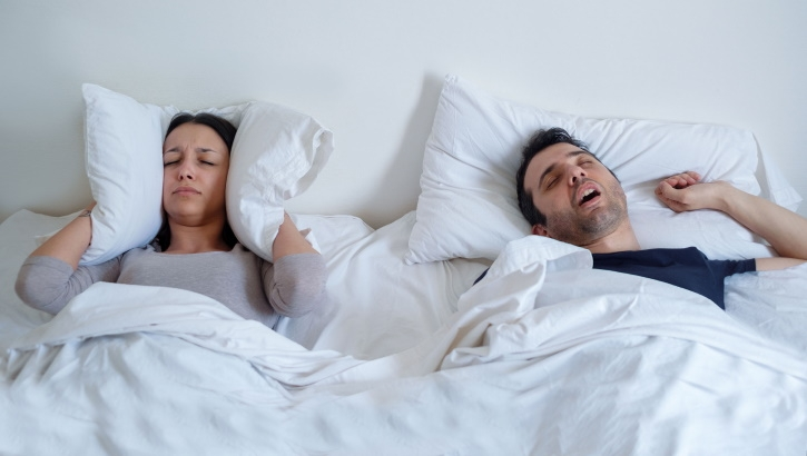 Главной причиной возникновения апноэ во сне названо «ожирение языка»