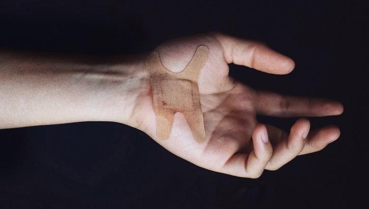 В КНР испытывается «умная» антимикробная повязка для лечения ран